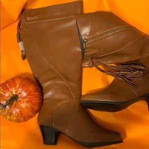 New!  Wide calf boots size 8-1/2 ww